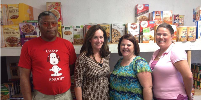 food pantry volunteers and mesa director pose with virginia's first lady, Mrs. McAuliffe